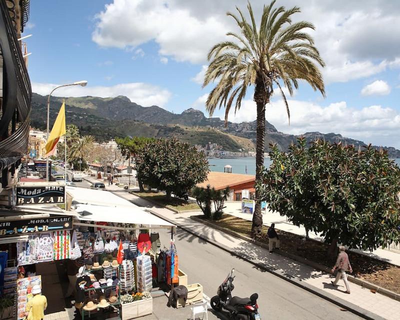 Casa vacanza megas 2 7 posti letto a giardini naxos - Casa vacanze giardini naxos ...